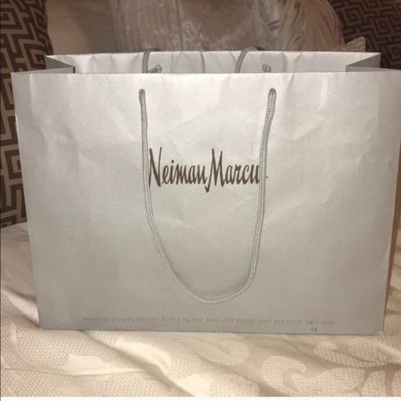 Neiman Marcus Handbags - NEW Excellent Neiman Marcus Shopping Bag 16x12